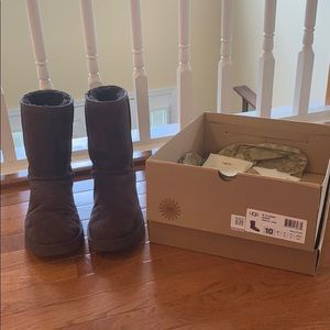 Ugg Boots, Classic Short in Chocolate